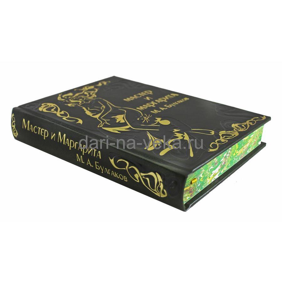 Книга Булгакова М.А. «Мастер и Маргарита» в кожаном переплёте с золотым тиснением